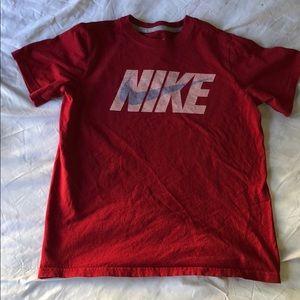 Boys Nike Red short sleeve T-shirt - Medium
